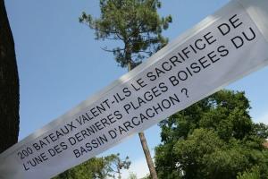 manfestation du 11 juillet 2009 contre l'extension du port de plaisance au détriment de la plage boisée