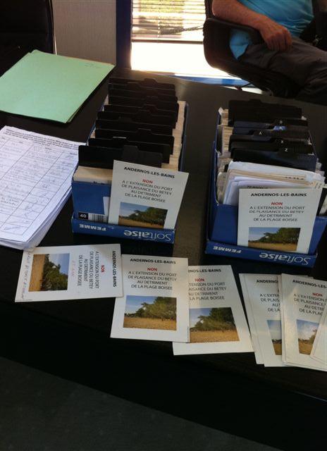 près de   1000  andernosiens ont signé soit une carte postale, soit une pétition sur papier soit une cyberpétition  (884 décomptés + signatures sur le site http://andernos.canalblog.com