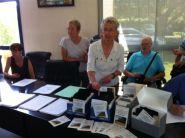 la pétition est multisupports : liste sur papier, cartes postales et sur Internet